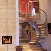Trappa Serpentine med steg i oljad ek och täckmålad balk. Räckesståndare av rostfritt stål.